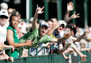 screaming-golf-fans